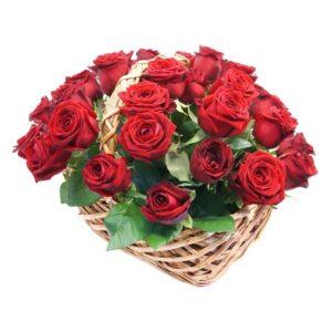 kosz czerwone róże